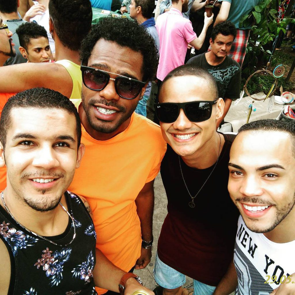 Gay group selfie sao paulo